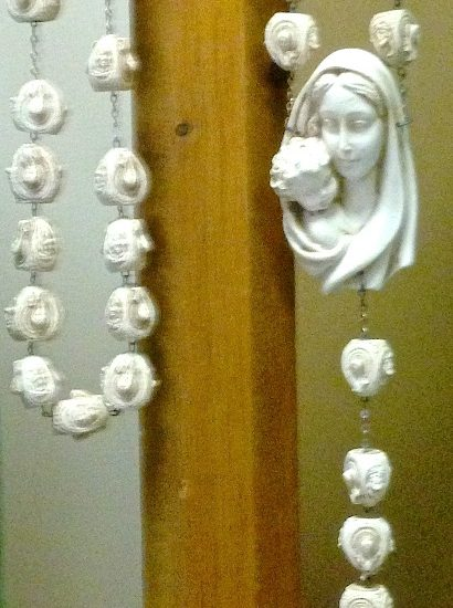 Artist: Unknown/Rosary/Porcelain (value unknown)